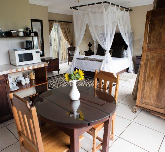 accommodation-harding-mahogany-suite_03
