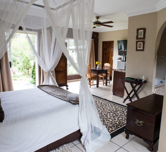 accommodation-harding-mahogany-suite_04